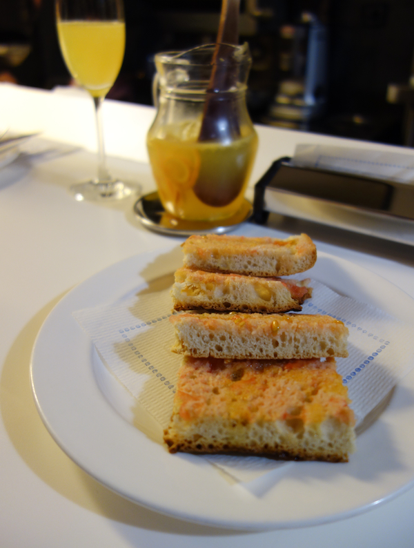 Bread with tomato at Tapeo