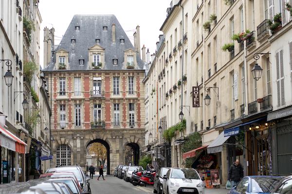 Paris the marais le bon marche le comptoir du relais - Comptoir des cotonniers place des vosges ...